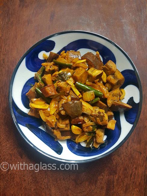 Sri Lankan Tangy Aubergine Curry (Kathirikai pirattal)